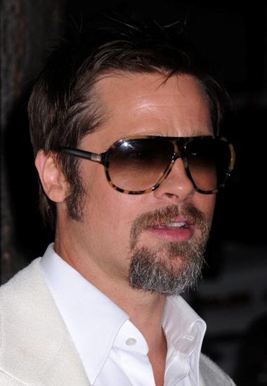 Brad Pitt usando Versace