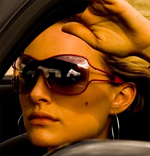 Natalie Portman usando óculos Marc Jacobs