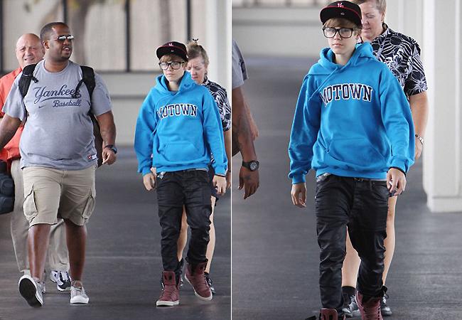 Justin Bieber usa Óculos Ray Ban RB2140 Wayfarer