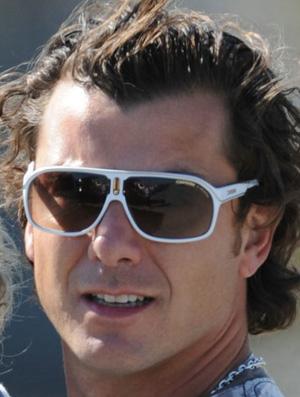 Gavin Rossdale veste óculos Carrera Jolly