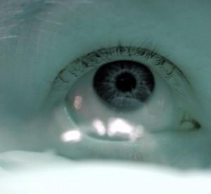 Por que não se pode dormir com lentes de contato?
