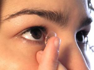 Mar, piscina e esportes combinam com lentes de contato?