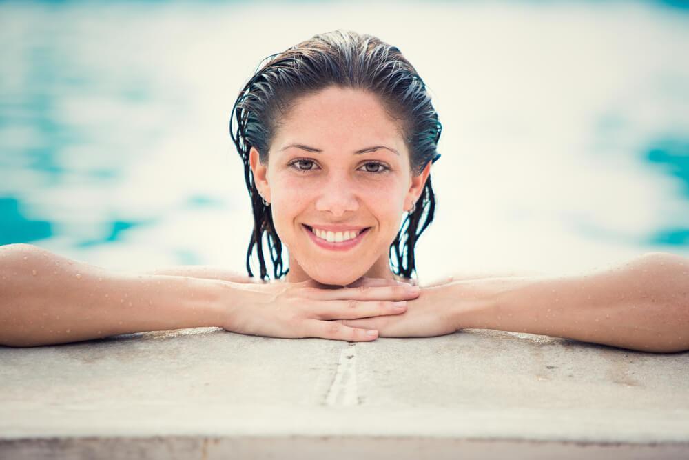 lentes de contato na piscina