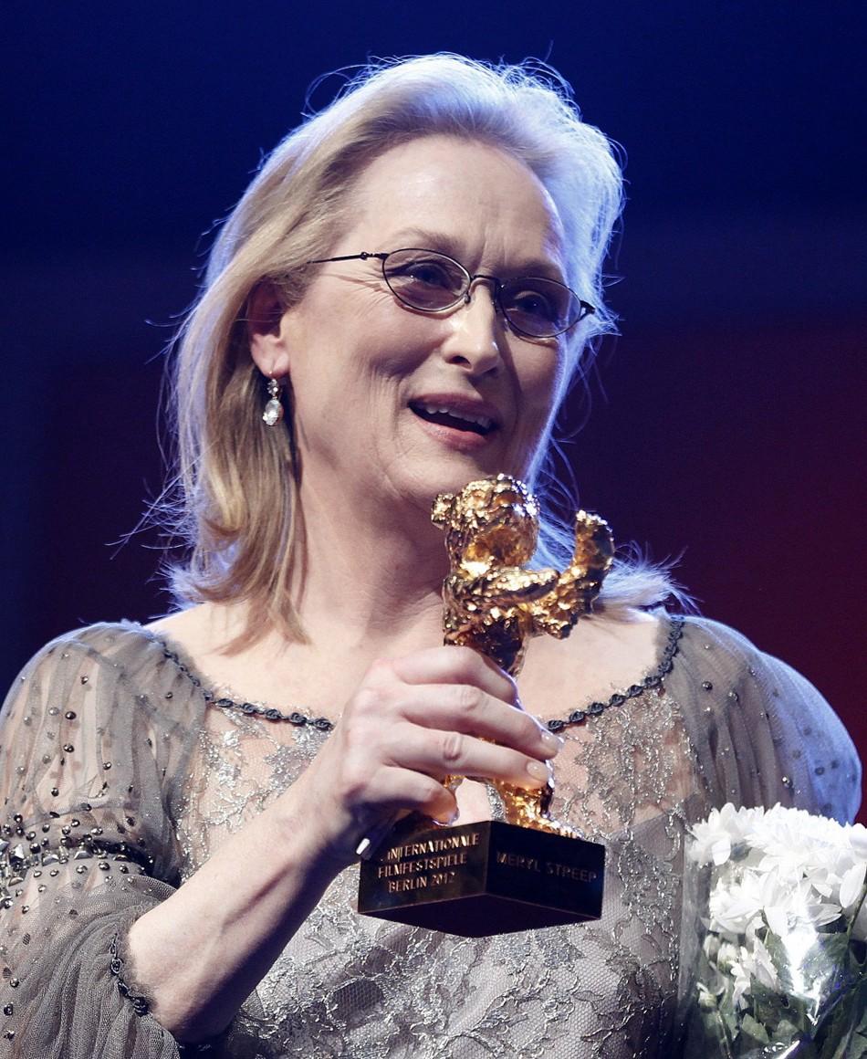 Meryl Streep usa óculos de grau para receber Urso de Ouro honorário