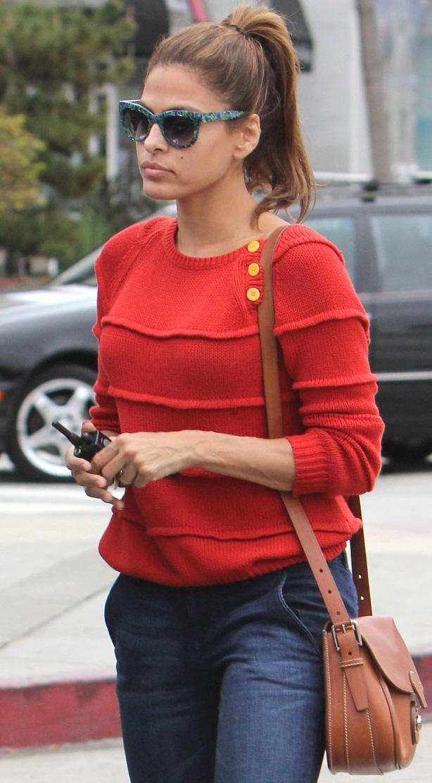 Eva Mendes usa óculos moderninho