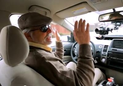 Google usa motorista cego para testar automóvel com piloto automático