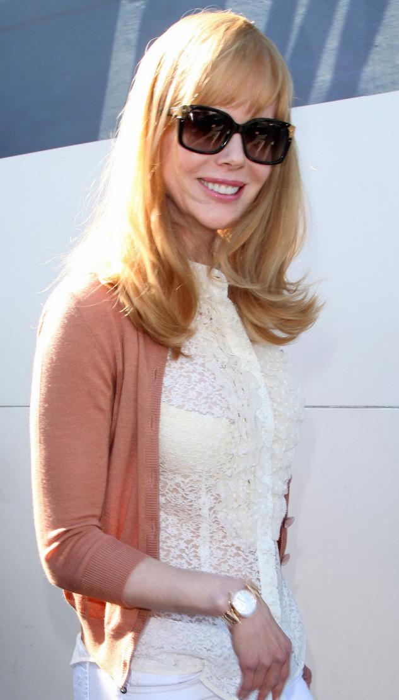 Nicole Kidman usa óculos oversized em aeroporto