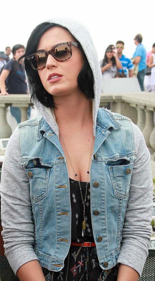 Katy Perry usa Ray-Ban RB2140 - Rare Prints