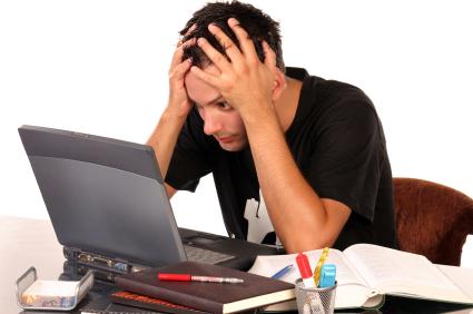 Quatro em cada cinco universitários sofrem do Síndrome de Computador