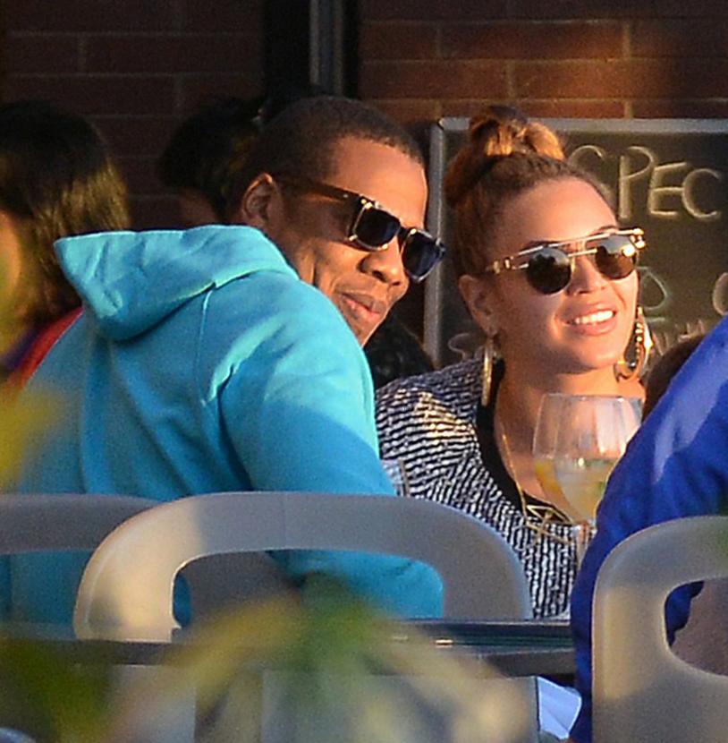 Beyoncé e Jay-Z usam óculos estilosos em Nova York