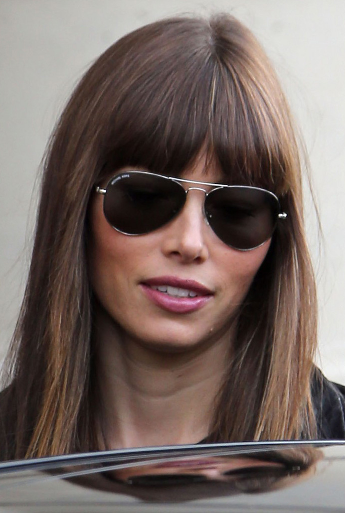 Jessica Biel usa Ray-Ban Aviador em Paris