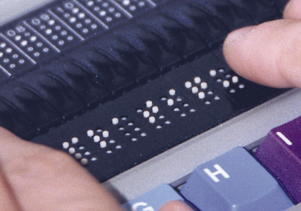 Aplicativos para cegos corrigem texto e reconhecem produtos