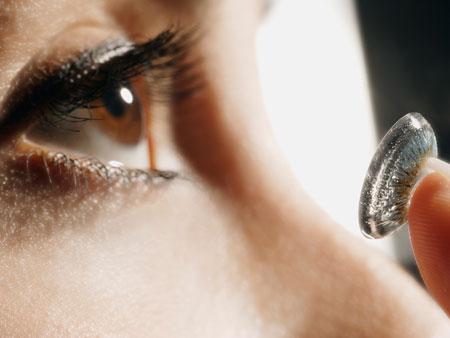 Cirurgia de correção refrativa tem menos riscos que lente, diz estudo