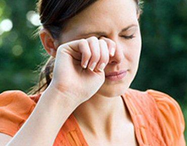 Coçar os olhos impede estabilização do ceratocone