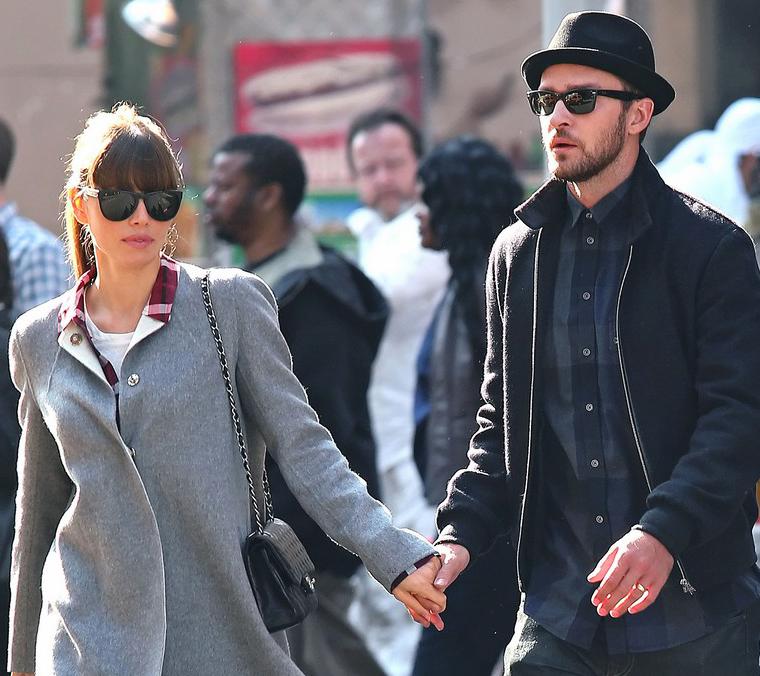 Justin Timberlake e Jessica Biel usam óculos escuros