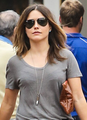 Sophia Bush usa Ray-Ban Aviador