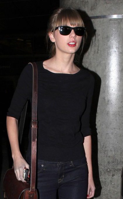 Taylor Swift usa Ray-Ban Wayfarer