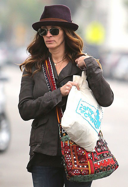 Julia Roberts usa Ray-Ban RB3477