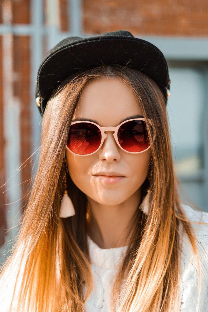 Vista o Look: Boina + Óculos Redondo