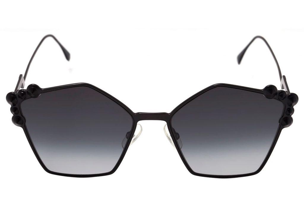 0dbe4a051f9f8 Esse modelo Fendi FF 0261 traz um estilo totalmente inovador e despojado!  Suas lentes hexagonais protegem os olhos de 100% da radiação UV enquanto a  armação ...